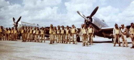 Pilotos del Escuadrón 201 con sus aviones Republic P-47 Thunderbolt