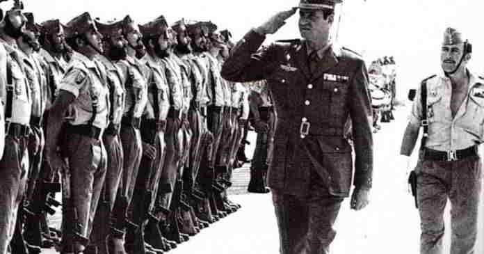 El Rey Juan Carlos I visita a las tropas españolas en el Sáhara Occidental